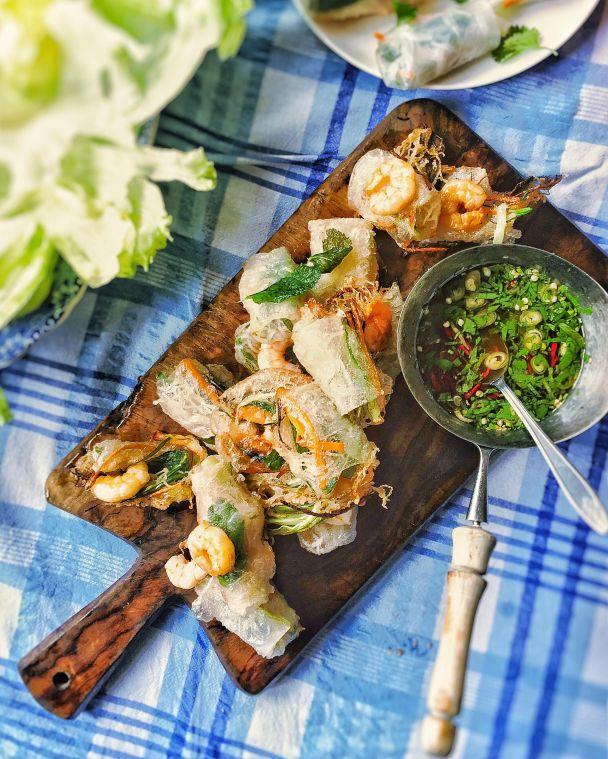 deep-fried-vietnamese-summer-rolls-with-dipping-sauce