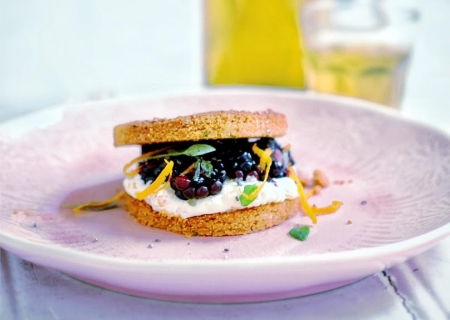 rosemary-shortbread-with-orange-cream-blackberries-and-thyme-crop
